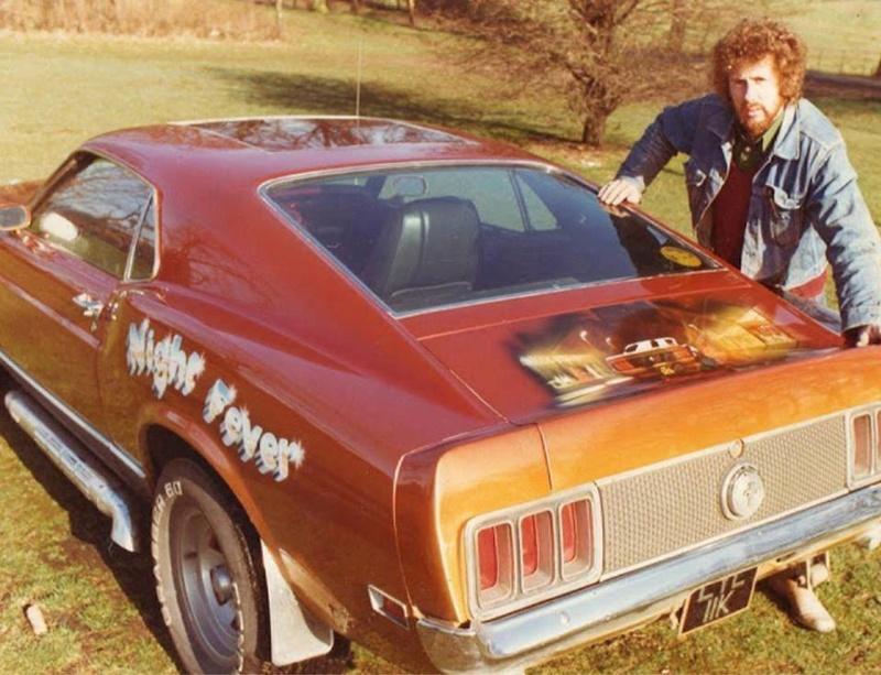 Vieille photo qui inclus des Mustang 65-73  29789910