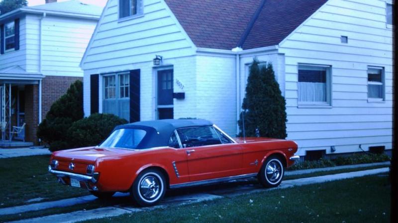 Vieille photo qui inclus des Mustang 65-73  50671210