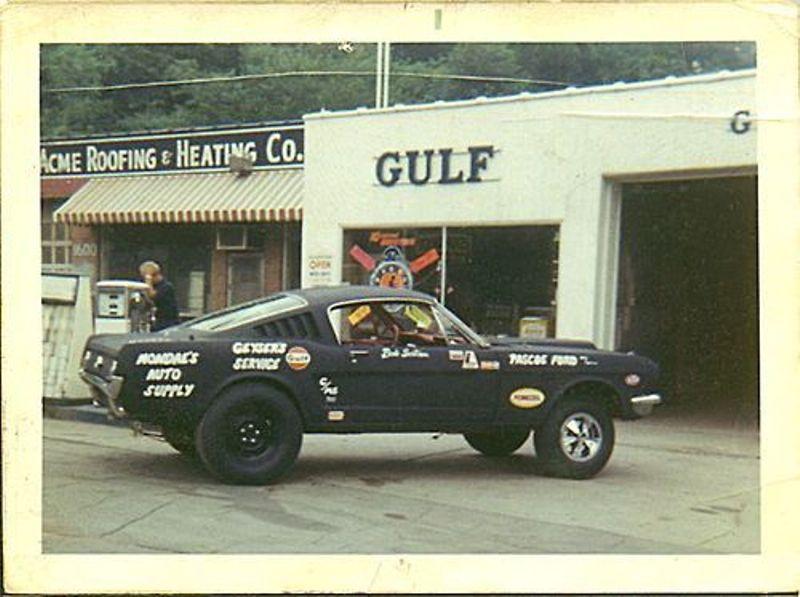 Vieille photo qui inclus des Mustang 65-73  90037210