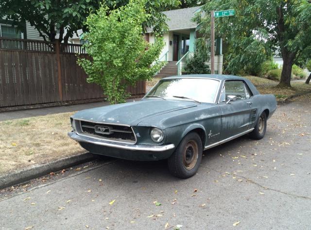 Vieille photo qui inclus des Mustang 65-73  92338810