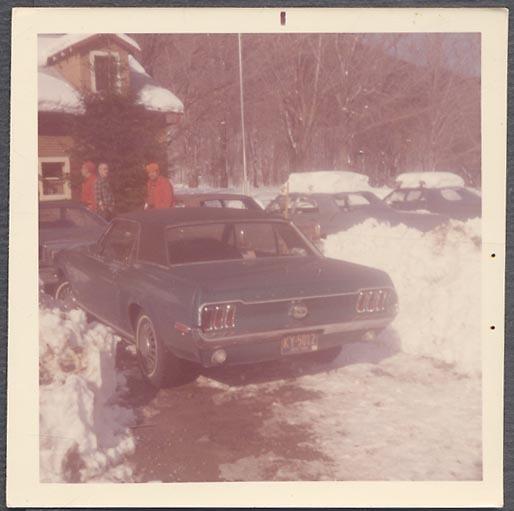 Vieille photo qui inclus des Mustang 65-73  Kgrhqr10