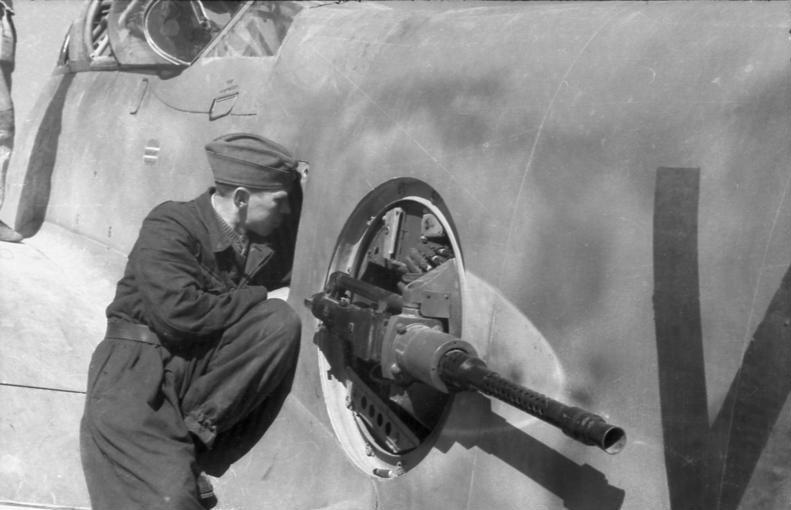 """Messerschmitt Me410B-2/U2/R4 """"Hornisse"""" (MENG 1/48) - Page 7 Barbet10"""