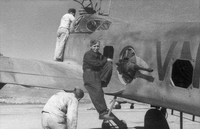 """Messerschmitt Me410B-2/U2/R4 """"Hornisse"""" (MENG 1/48) - Page 7 Bundes10"""