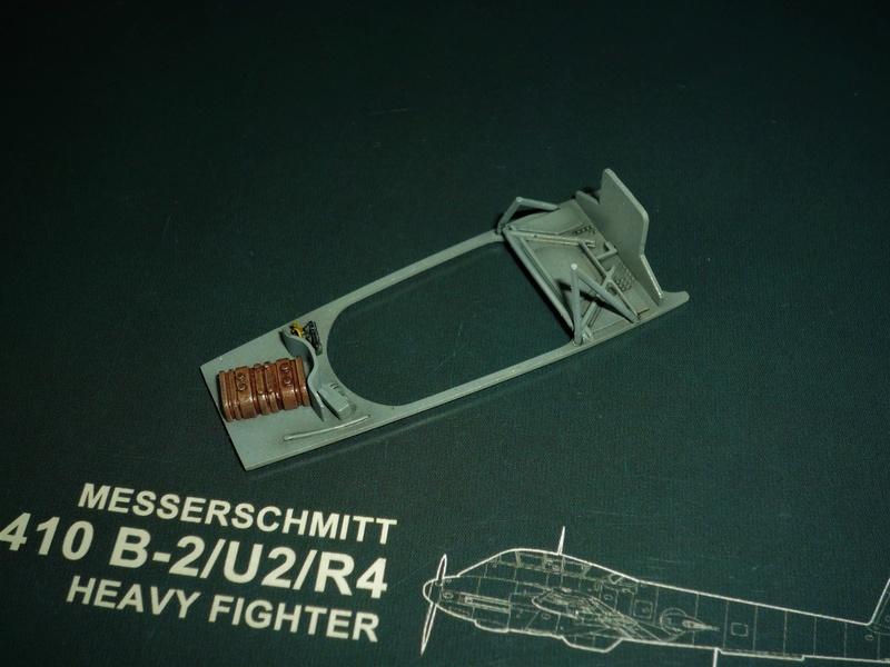 """Messerschmitt Me410B-2/U2/R4 """"Hornisse"""" (MENG 1/48) - Page 7 P1100917"""