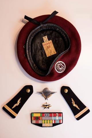 Parachutistes en Algérie (tenues & équipements) Img_5922