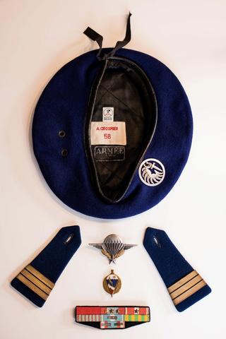 Parachutistes en Algérie (tenues & équipements) Img_5923