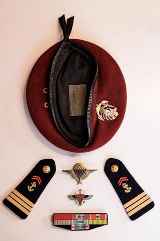 Parachutistes en Algérie (tenues & équipements) Img_5924