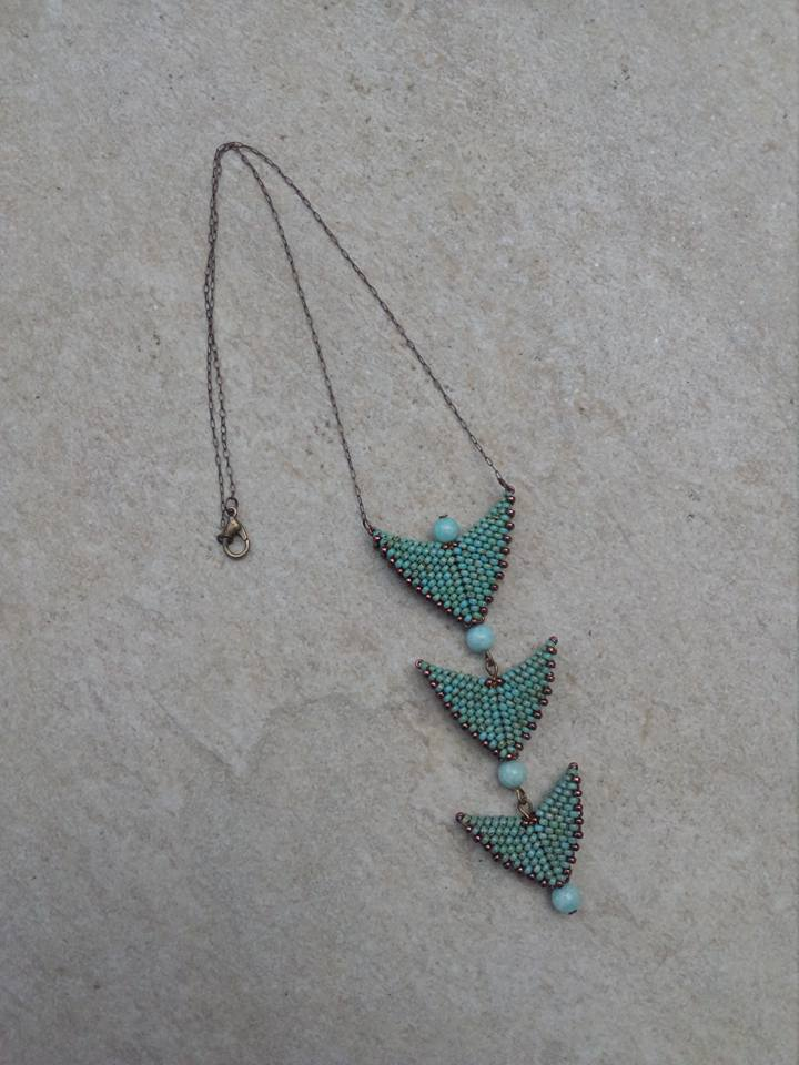 Quelques petits colliers  33738010
