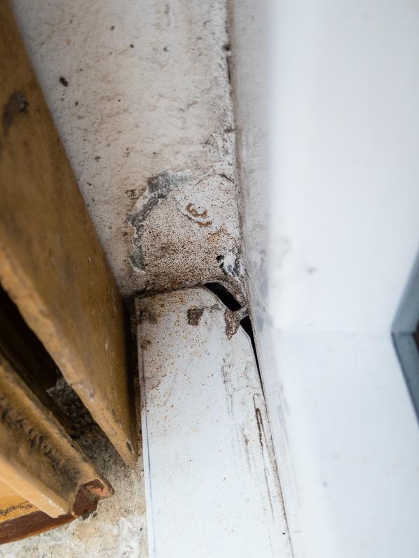 [Recherches]Comment rattrapper la pose de mes fenêtres ? P1020530