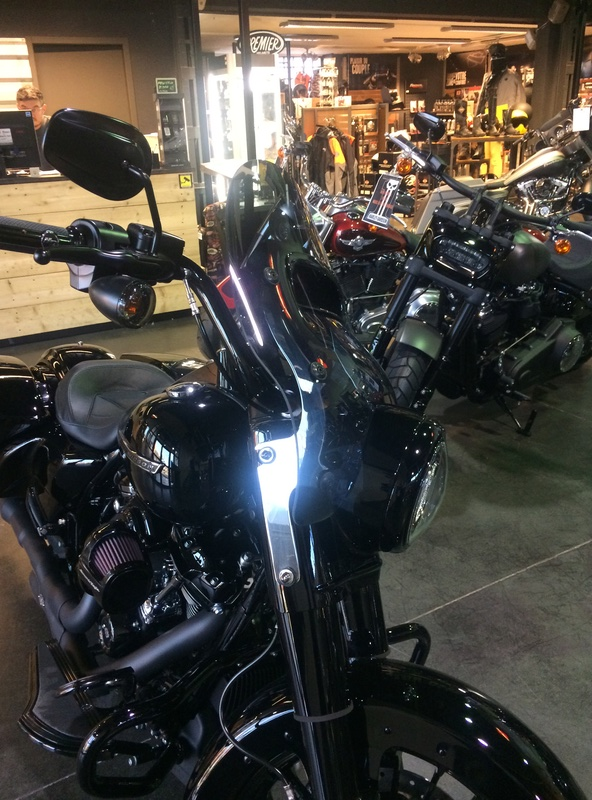 Pare-brise style Road King CVO - Page 2 3dabee10
