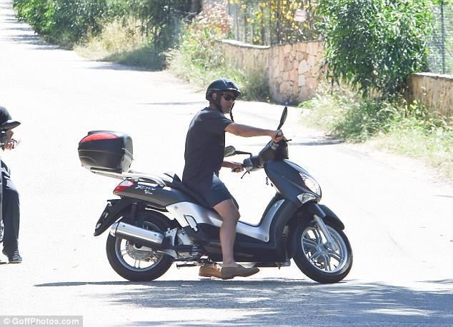George biking in Sardinia  33714210