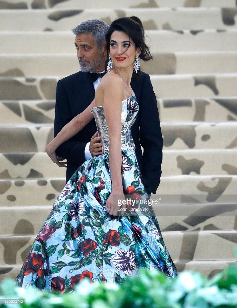 George and Amal at Met Gala - Page 2 95585210