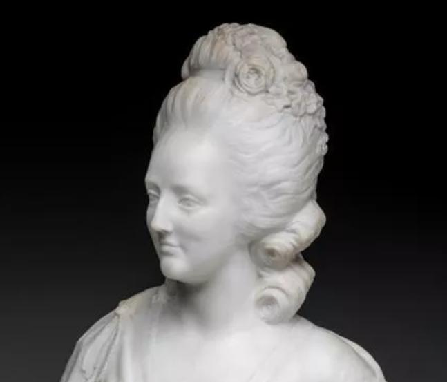 A vendre: bustes Marie Antoinette - Page 9 Zducre10