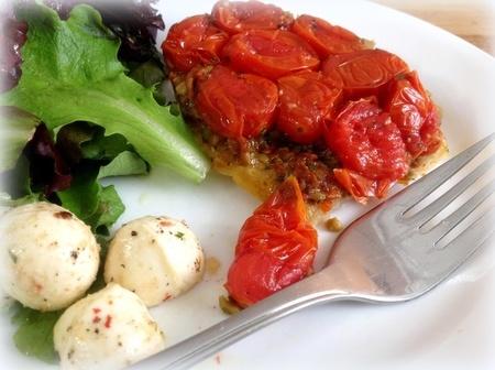 Tatin de tomates, avec tapenade d'olives vertes et tomates séchées 24027210