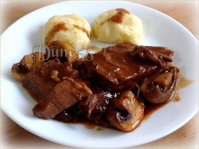Boeuf braisé à l'oignon et purée de pommes de terre au bacon 3slf4u11