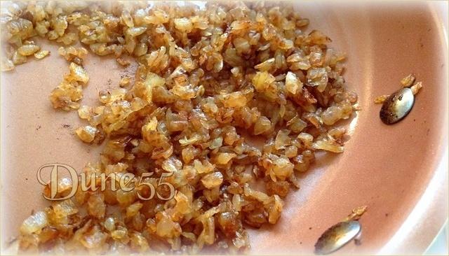Trempette aux oignons caramélisés et chips au four 4k2tgp10