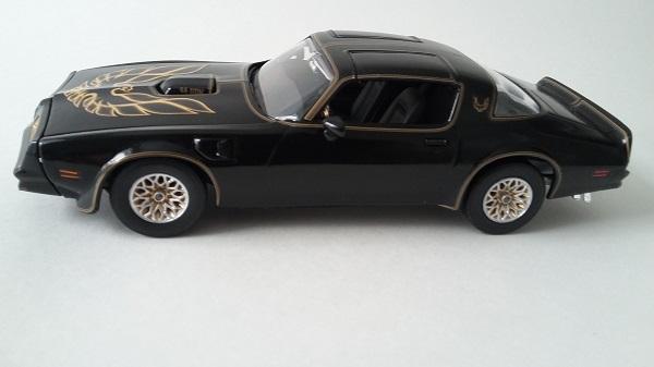Pontiac Firebird 77 110