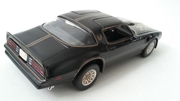 Pontiac Firebird 77 410