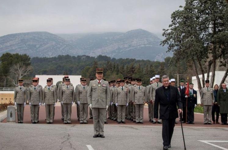 Le père Lallemand faisait ses adieux à la Légion  Paras10