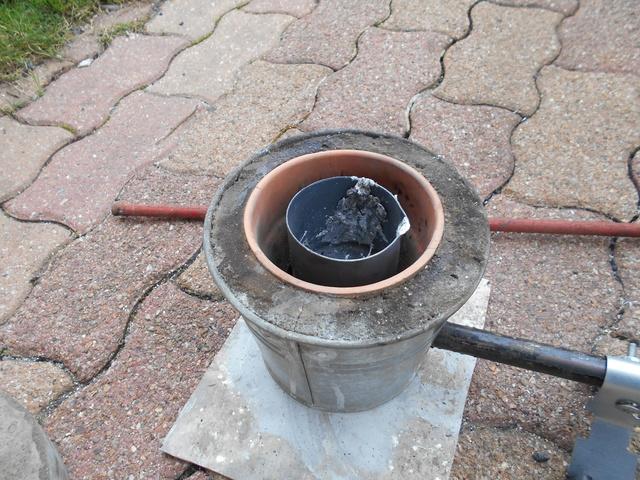 Fabrication d'un petit four pour fonte de l'aluminium Dscn1439