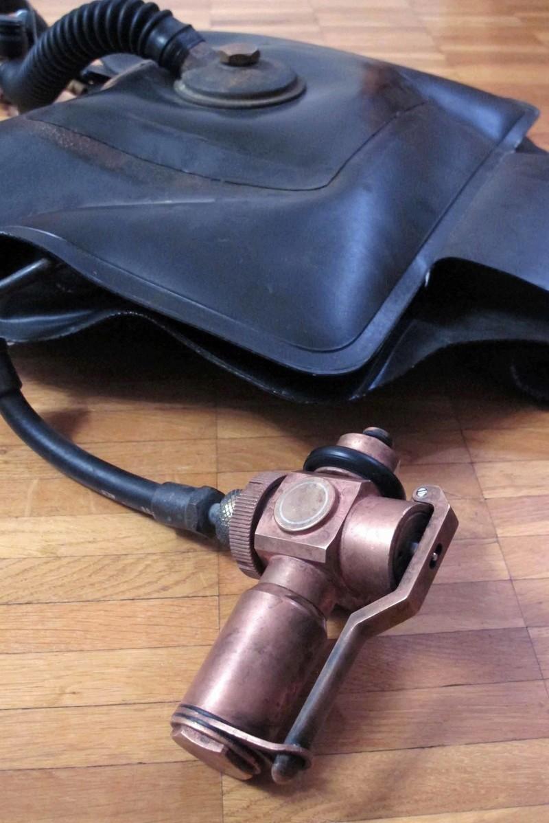 L'ultime sursaut du recycleur oxygène pendulaire de tradition italienne: un poumon en PVC soudé. Img_0011