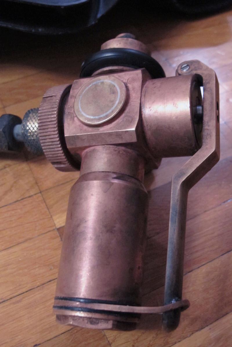 L'ultime sursaut du recycleur oxygène pendulaire de tradition italienne: un poumon en PVC soudé. Img_0014