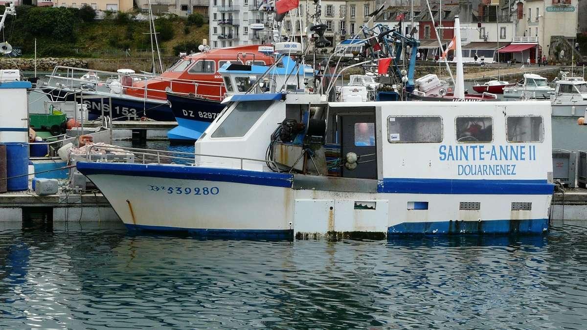 [VIE DES PORTS] Quelques bateaux de pêche (sur nos côtes Françaises) - Page 37 P1260911