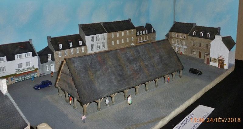 LA PLACE DES HALLES DE PLOUESCAT - Page 5 P1120011