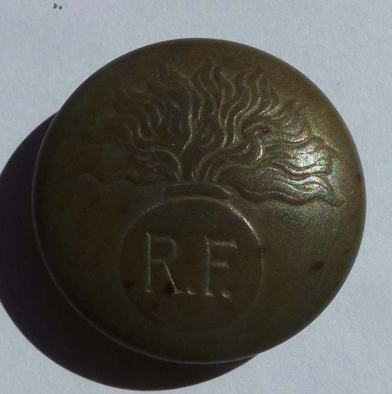 Autre bouton militaire 02210
