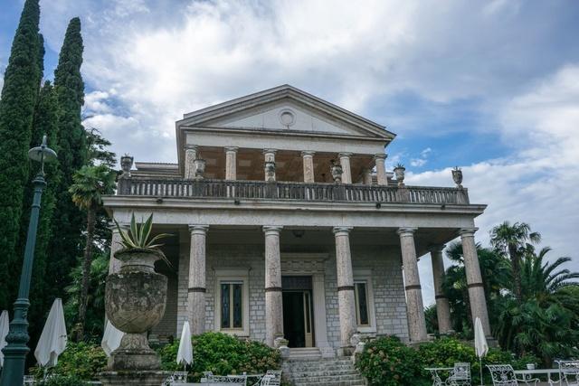 Espagne, Galice, Barbadás : Villa des Almodóvar. Italy_11
