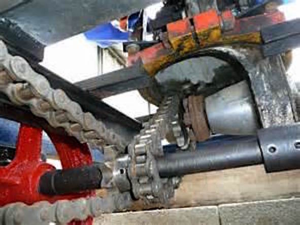 Locotracteur motorisé par un bloc moteur/boîte 201 Peugeot Chaine11