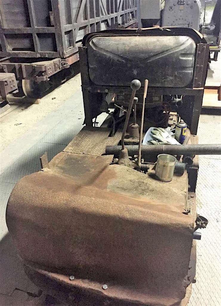 Locotracteur motorisé par un bloc moteur/boîte 201 Peugeot Img_3314