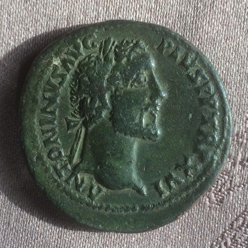 Etrange sesterce d'Antonin le Pieux 4914da10