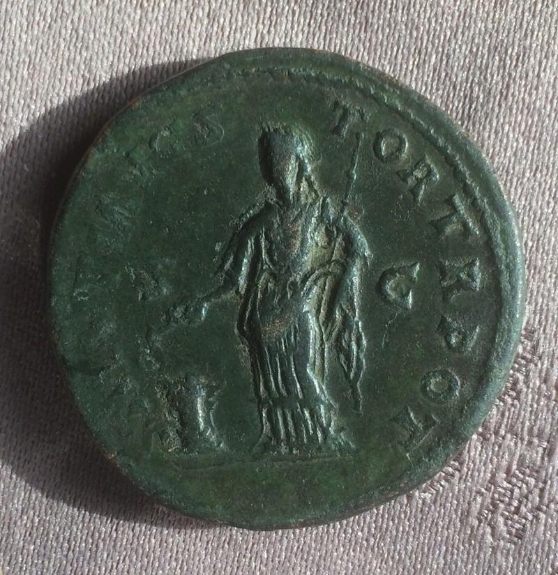 Etrange sesterce d'Antonin le Pieux 7019f710
