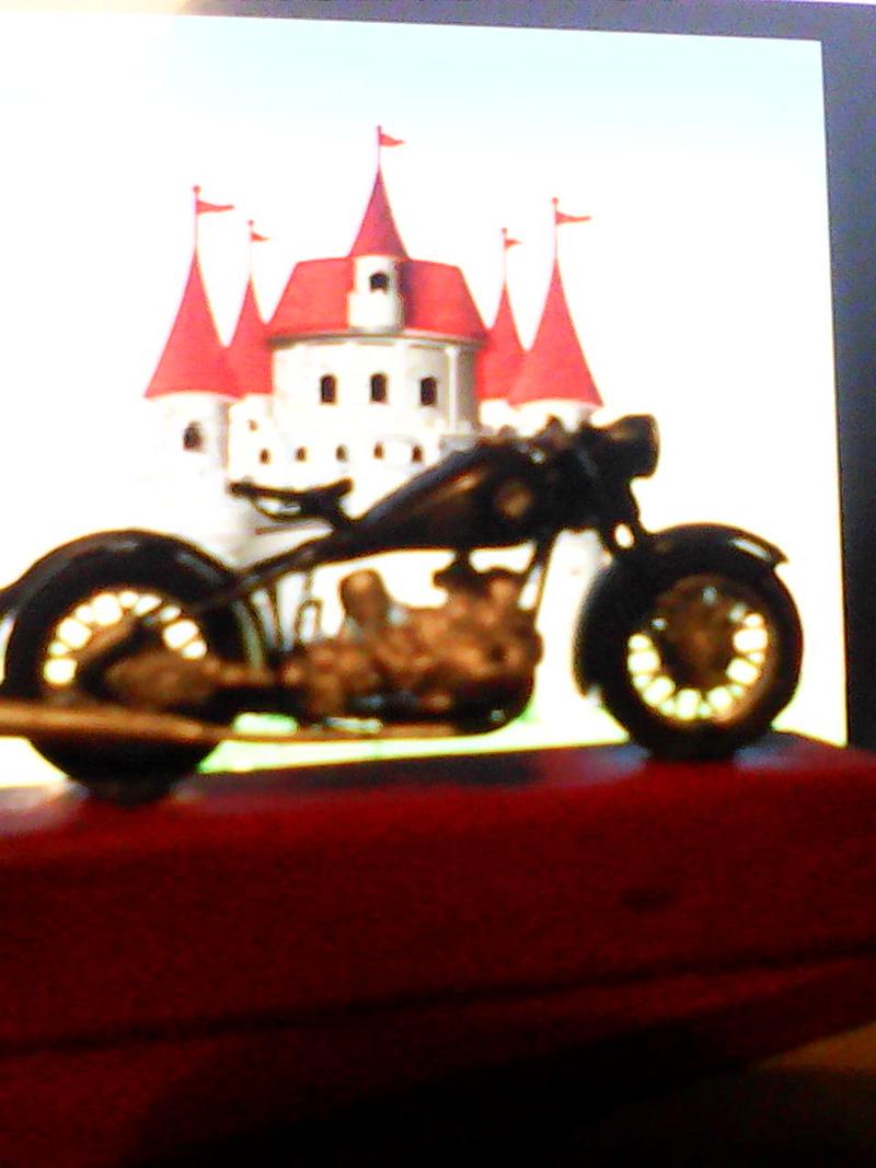 Photos de vous et de votre moto devant ....un château  - Page 15 00513