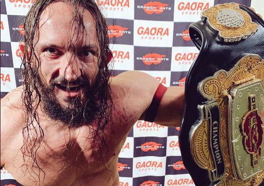 [Compétition] Premier titre hors-WWE pour l'ex-Neville Pac10