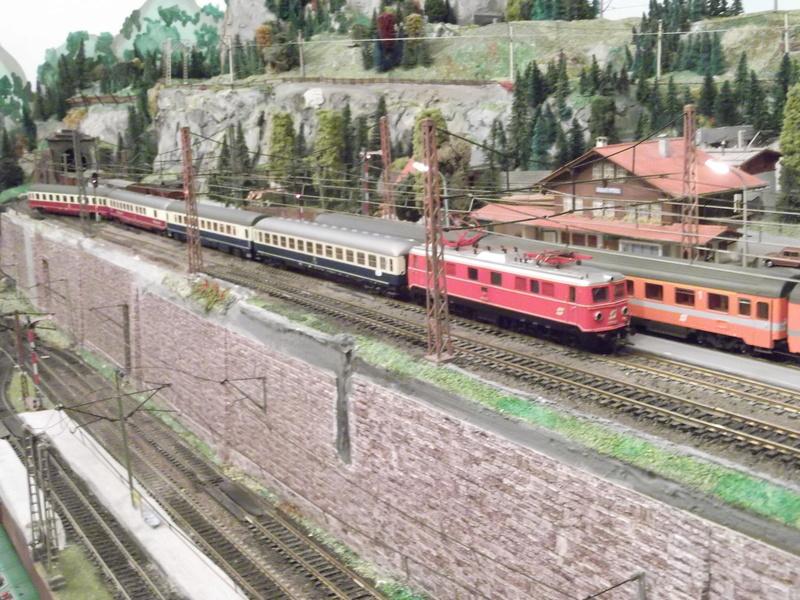 Züge der ÖBB so zwischen etwa 1970 und 1980 Dscf2010