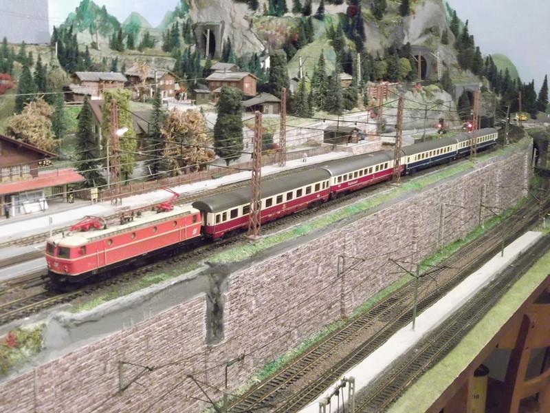 Züge der ÖBB so zwischen etwa 1970 und 1980 Dscf2011