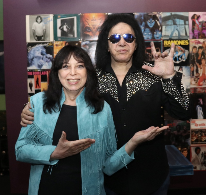Vinnie Vincent - Page 29 1_full11