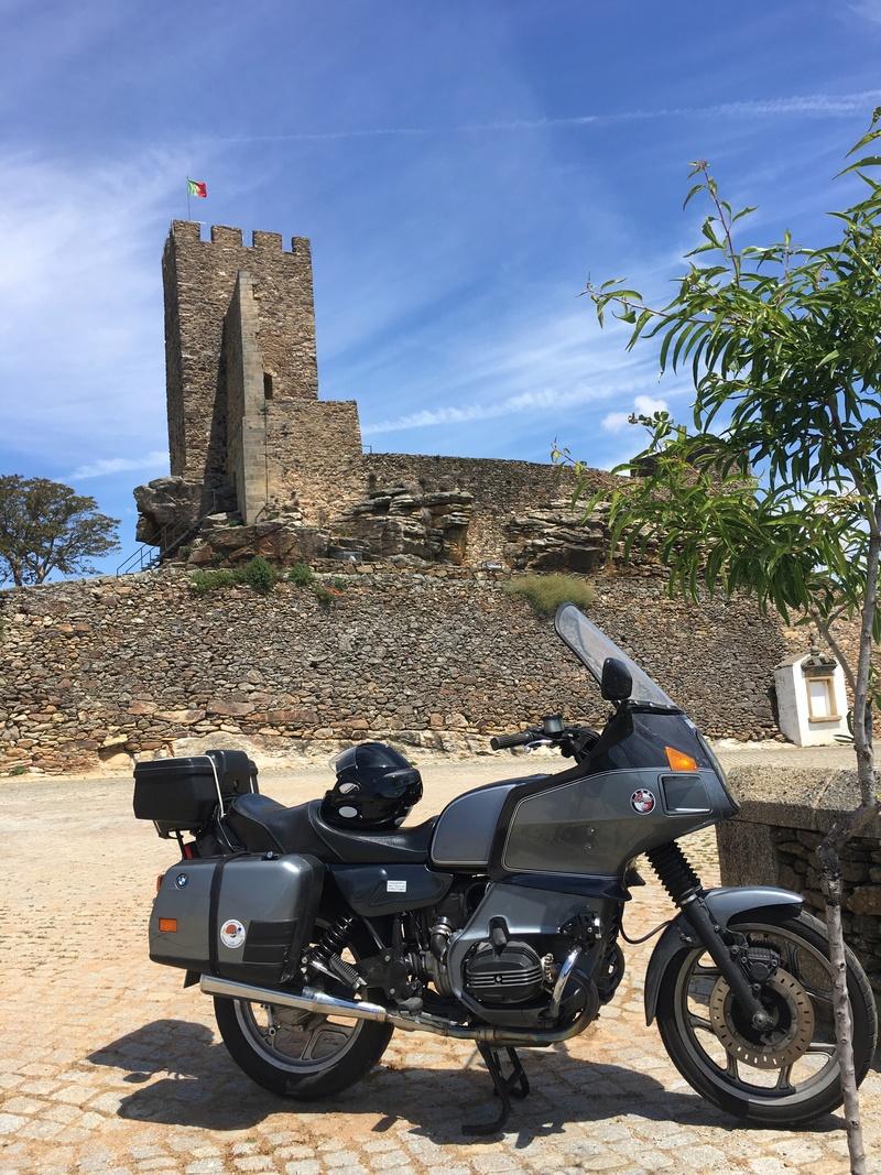 Photos de vous et de votre moto devant ....un château  - Page 16 Img_3413