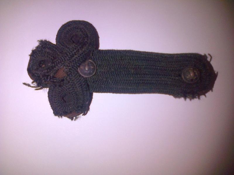 Authentification épaulette trèfle noire avec deux boutons régime de Vichy Img-2047