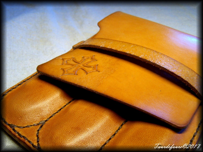 Accessoires en cuir pour le rasage - Page 15 Pochet14