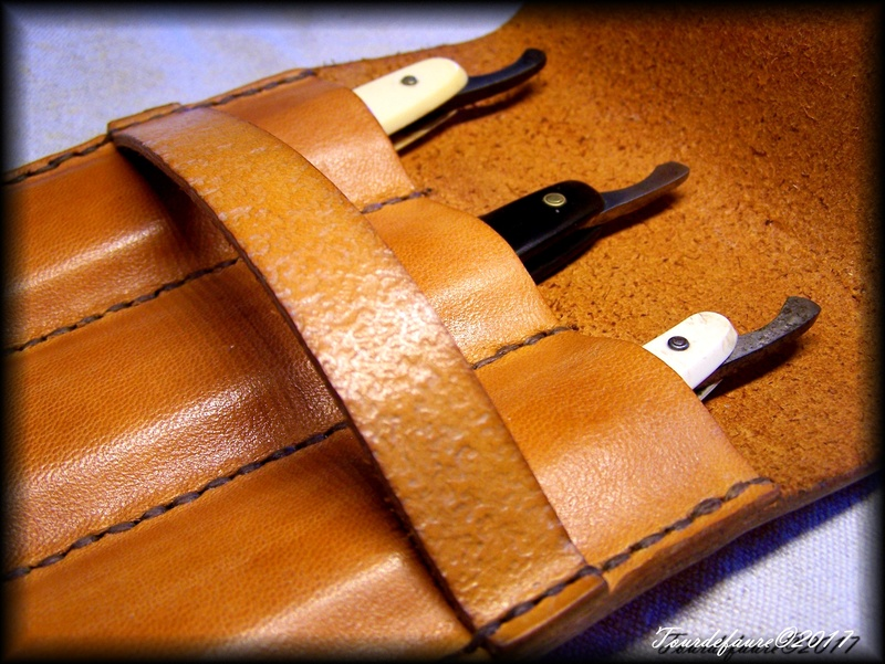 Accessoires en cuir pour le rasage - Page 15 Pochet16