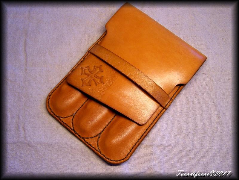 Accessoires en cuir pour le rasage - Page 15 Pochet17