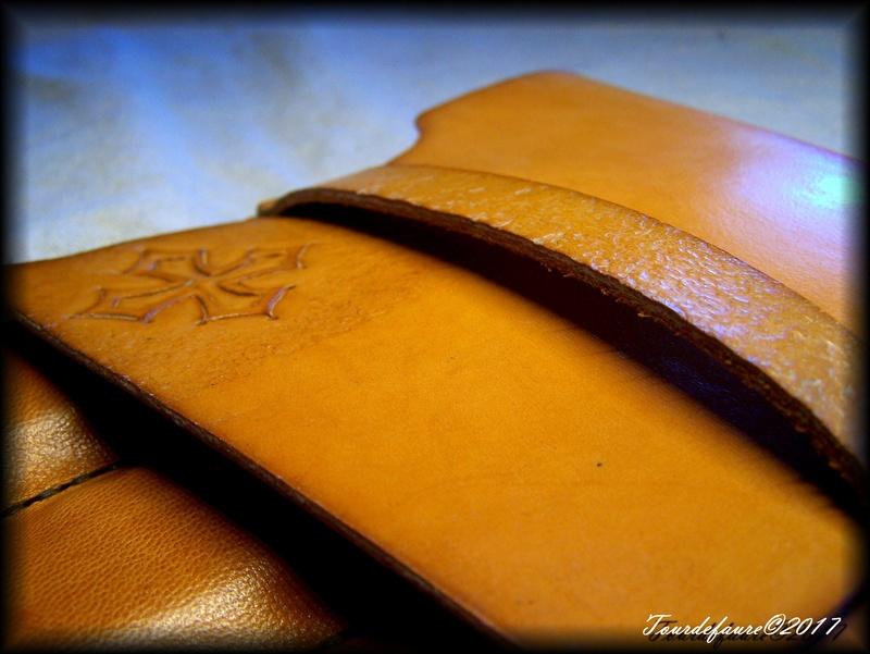 Accessoires en cuir pour le rasage - Page 15 Pochet18