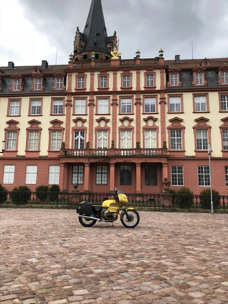 Photos de vous et de votre moto devant ....un château  - Page 15 Img_9410