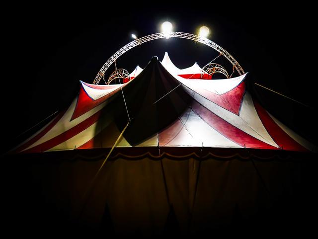 Tiens? Un cirque! P1080412
