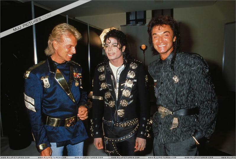 Bad World Tour Offstage 1988- Meeting Siegfried & Roy 001-8710