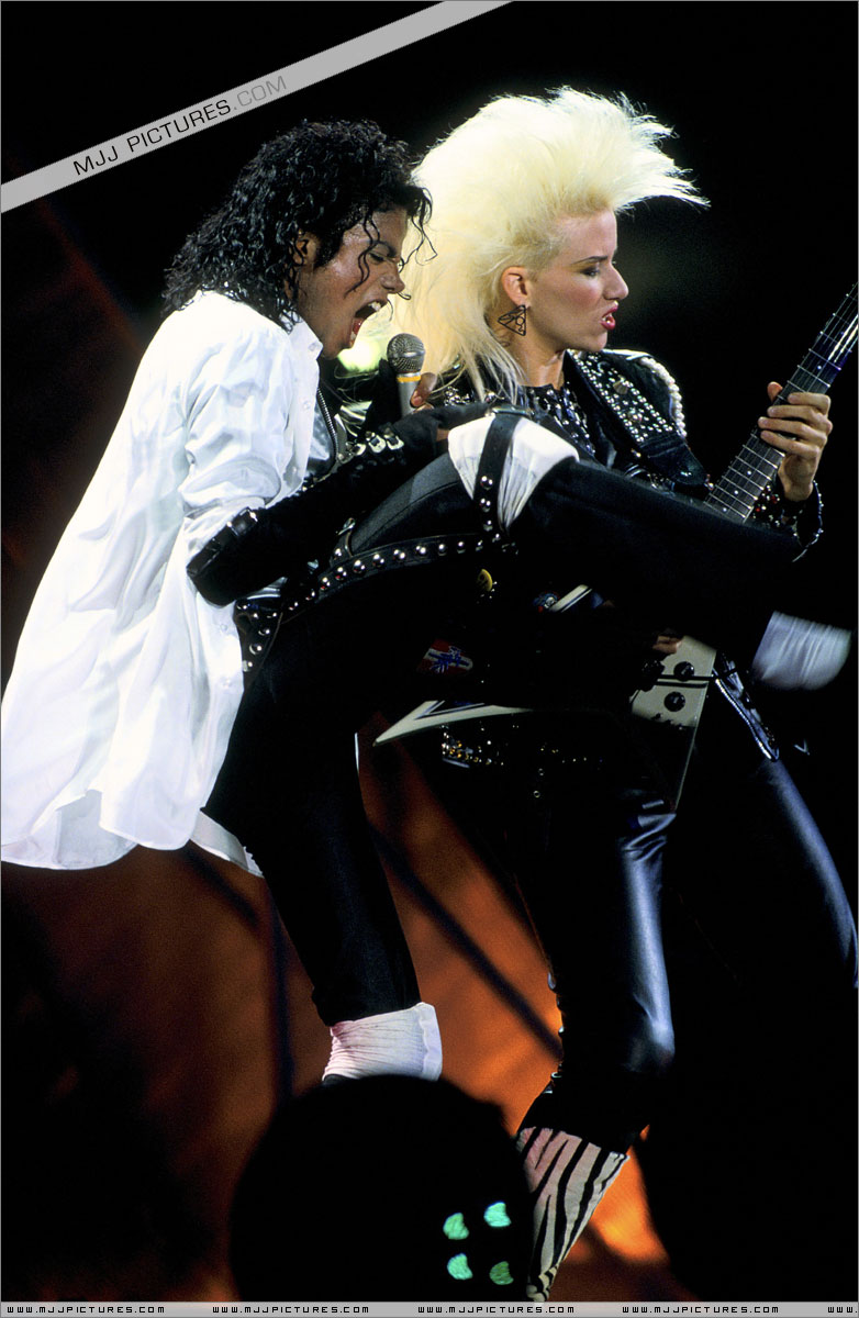 Bad World Tour Onstage- Dirty Diana 001100