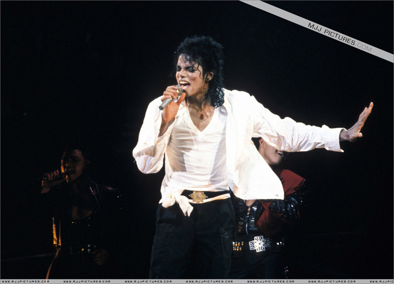 Bad World Tour Onstage- Man In The Mirror 001101